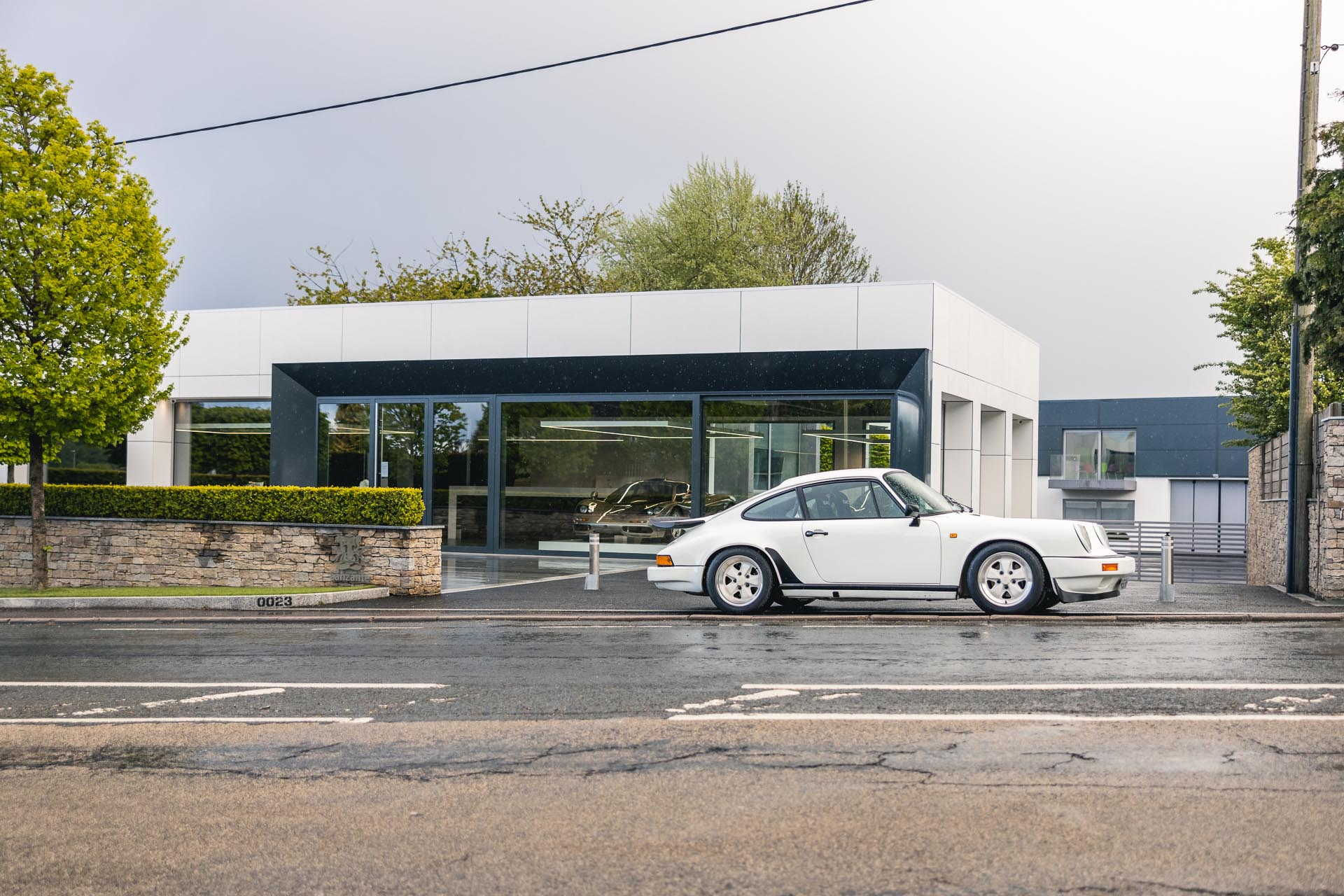 911-3.2-carrera-parked-outside-showroom