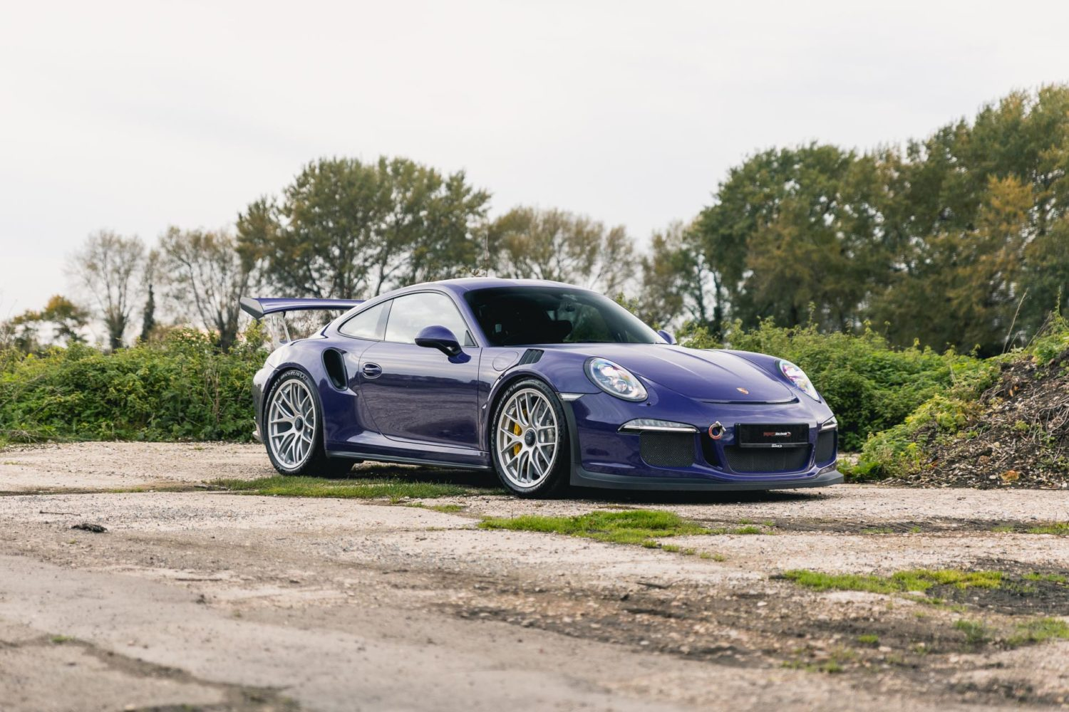 991.1 gt3rs parked outside