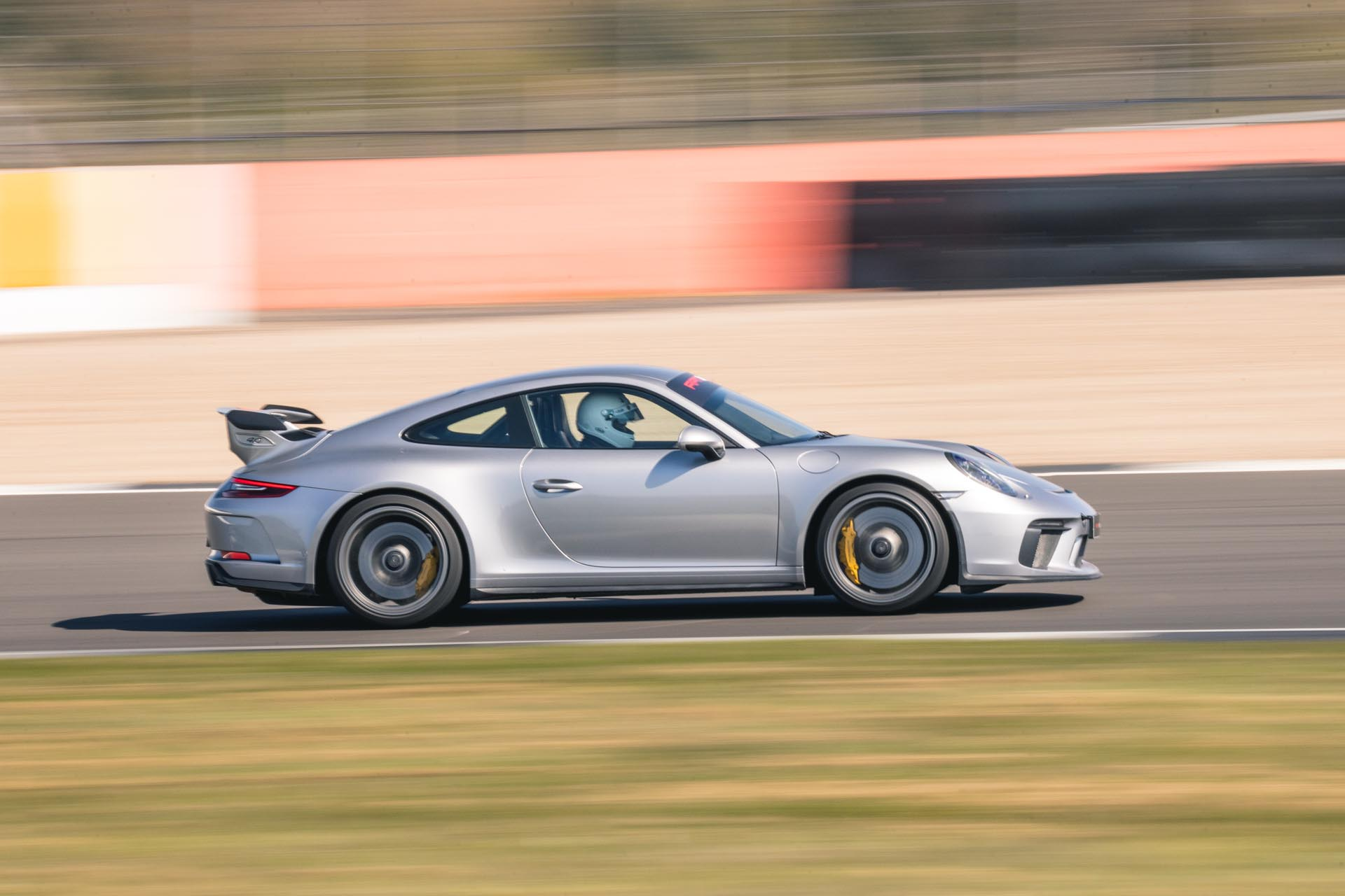 991.2 gt3 on track