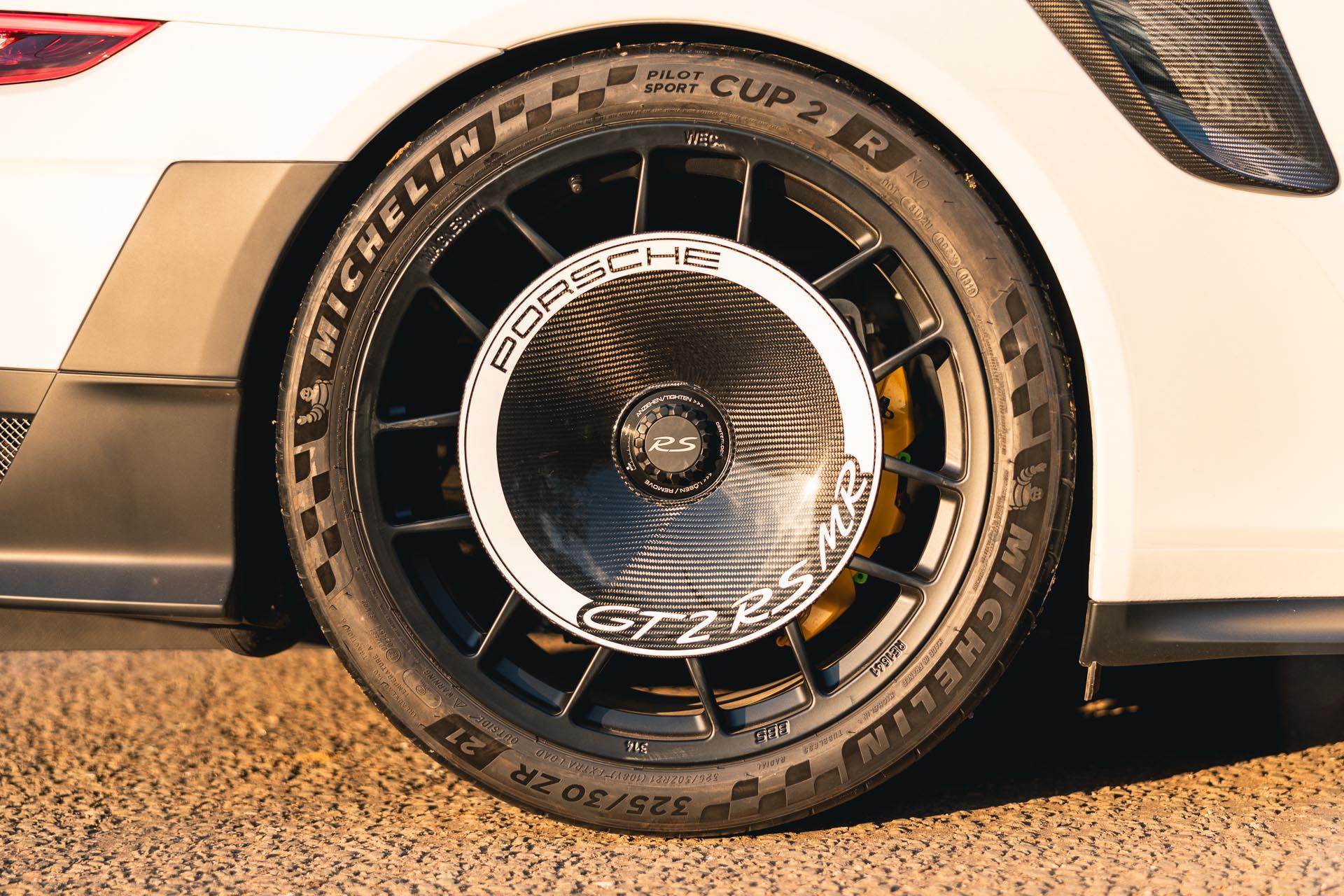 GT2 RS MR White4