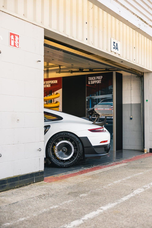 GT2RS MR Silverstone Pit Garage