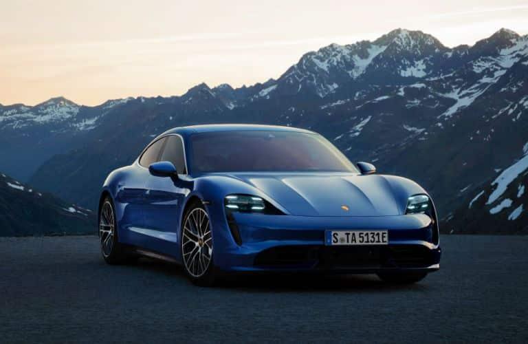 front_three_quarter_of_2020_Porsche_taycan_turbo_o