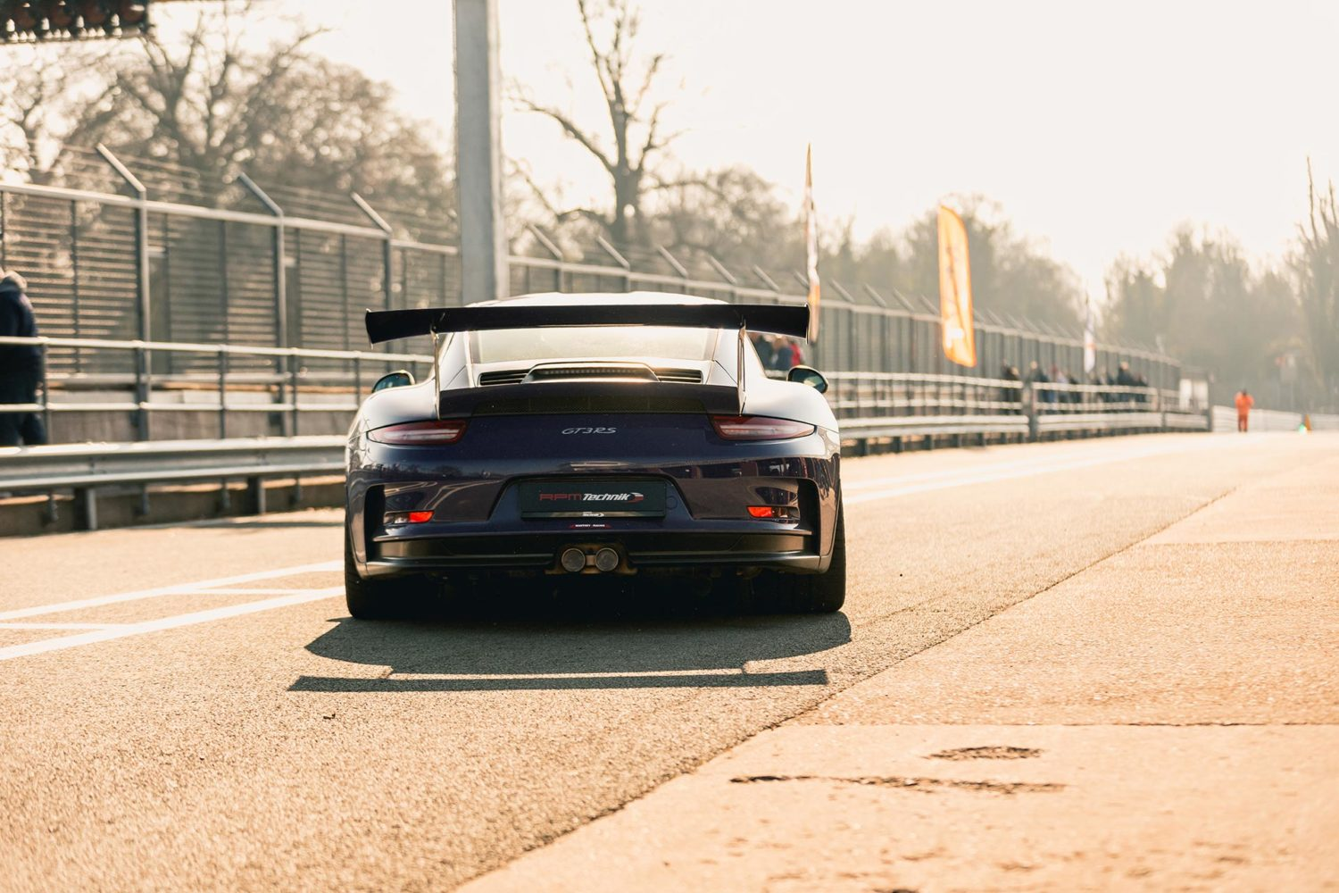 gt3rs in pit lane