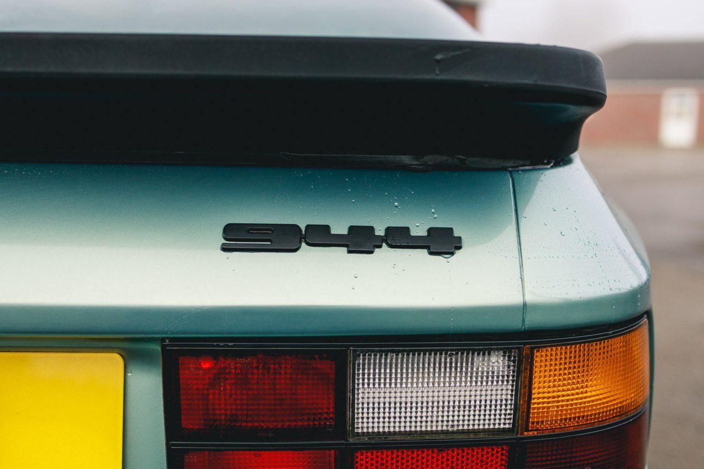 porsche 944 badge