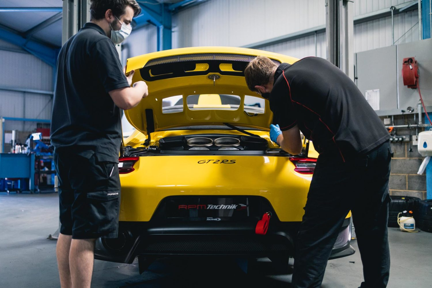 RPM building gt2rs manthey racing